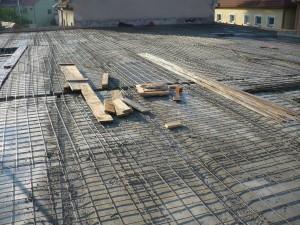 Pokládka betonářských sítí.
